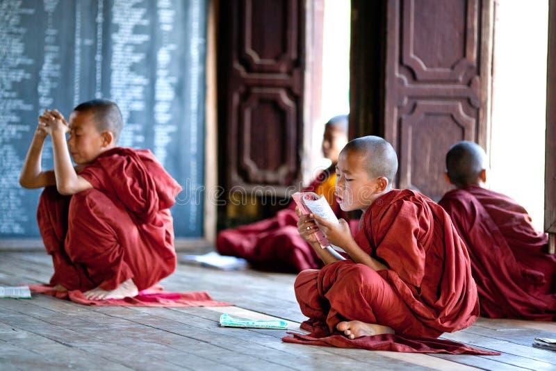 Monges do principiante, Myanmar foto de stock royalty free