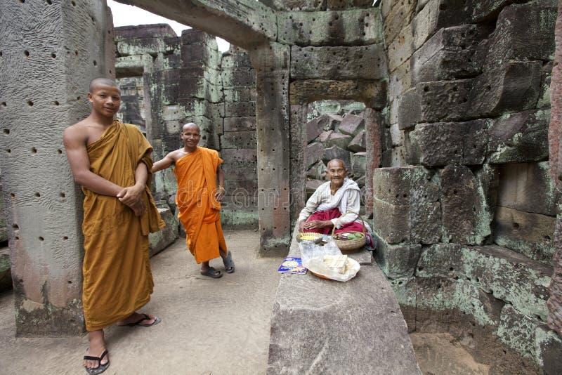 Monges em Cambodia imagem de stock royalty free
