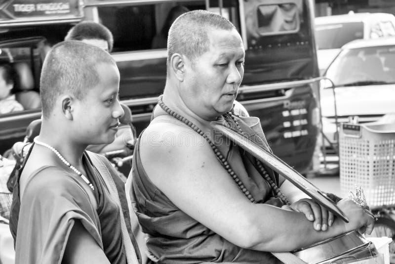 Monges que recolhem a esmola foto de stock royalty free