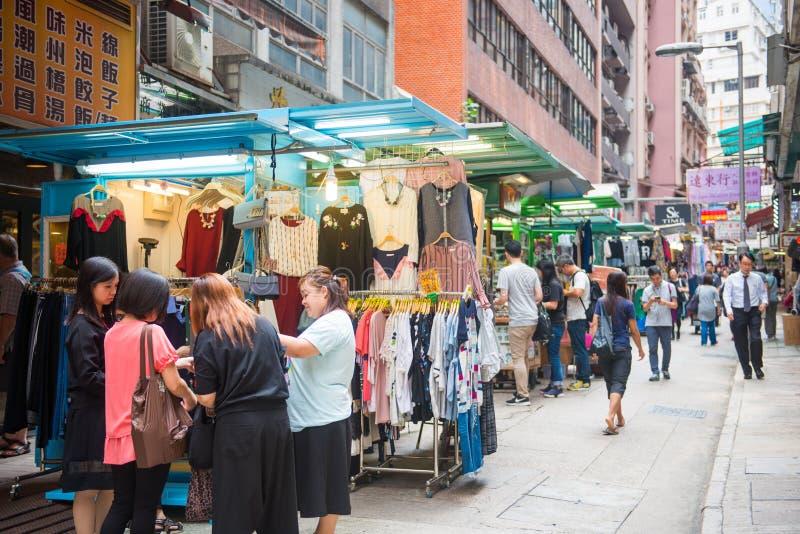 Mongkok, Hong Kong - 24 de septiembre de 2016: Tienda en el día s que camina imagenes de archivo