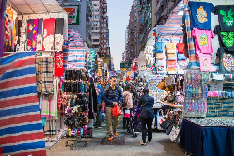 Mongkok, Hong Kong - 11. Januar 2018: Damen vermarkten ist marketp lizenzfreies stockbild
