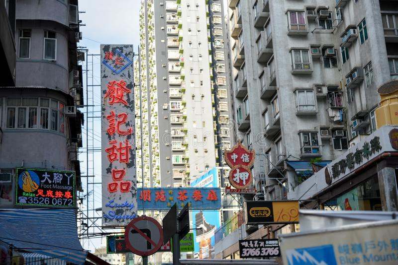 Mongkok, kong- mayo 14,2016 de hong: La calle de Mongkok es un lugar que hace compras muy popular en Hong Kong fotografía de archivo libre de regalías