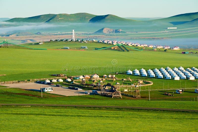 Mongolië yurts op de Hulunbuir-weide stock fotografie