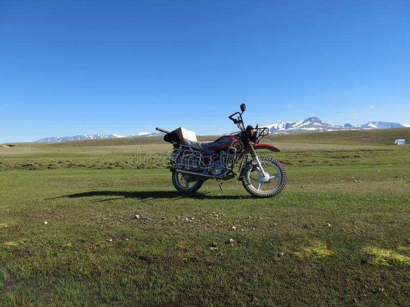 Mongolia - tradycyjny styl życia i krajobraz w zachodnim Mongolia zdjęcia stock