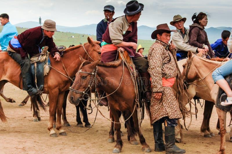 Mongolians na corrida de cavalos de Nadaam imagem de stock royalty free