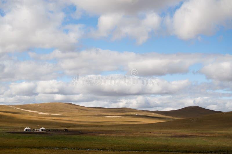 Mongolscy namioty w łące obrazy royalty free
