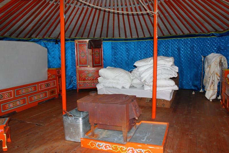 Mongools huis - binnenland van yurt stock fotografie
