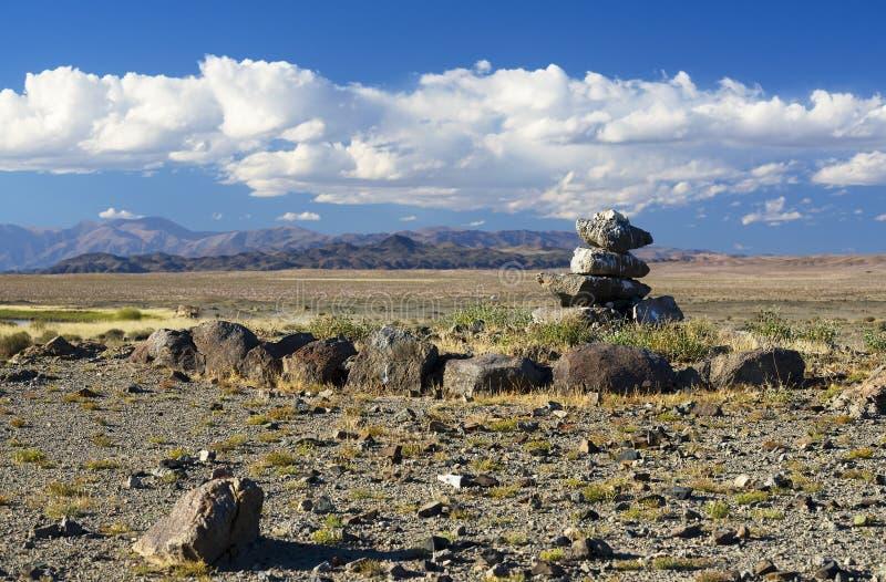 Mongools landschap met steenhoop royalty-vrije stock foto's
