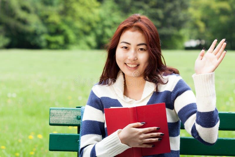 Mongools meisje met een boek royalty-vrije stock foto's
