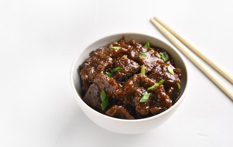 Mongools rundvlees in kom stock foto