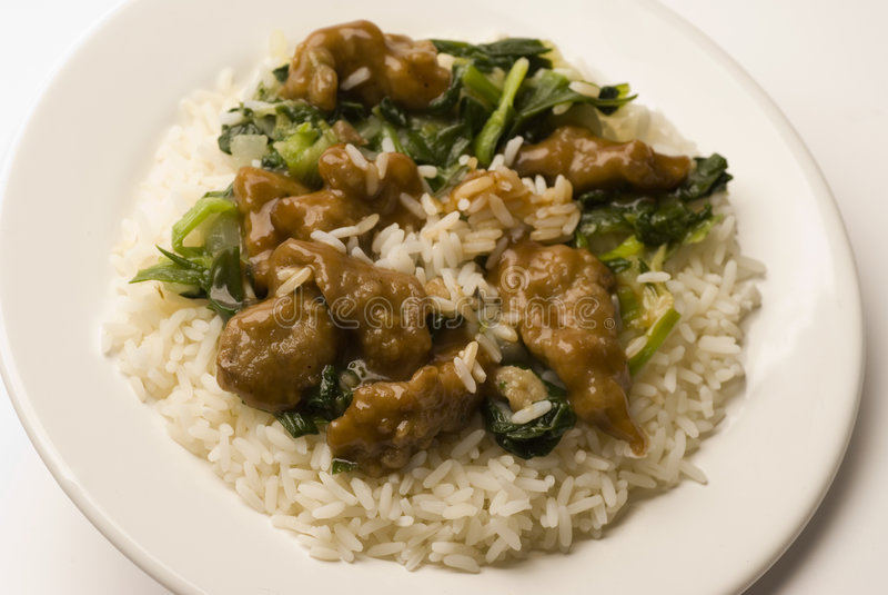 Mongools rundvlees met rijst stock afbeeldingen