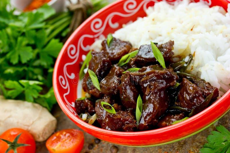 Mongools vlees in saus met rijst Traditionele Aziatische schotel be*wegen-F royalty-vrije stock foto