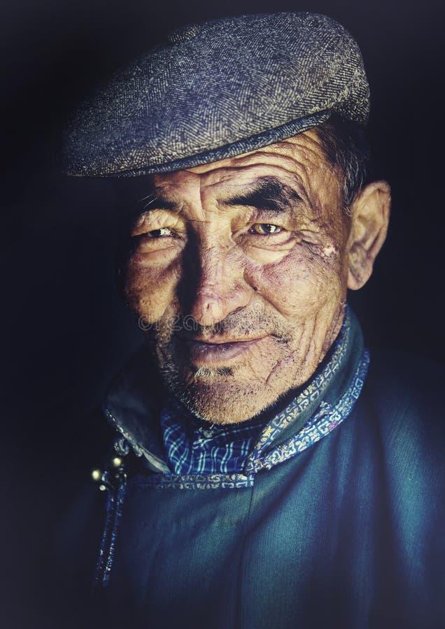 Mongoolse Mens in Traditioneel Kledingsconcept royalty-vrije stock fotografie