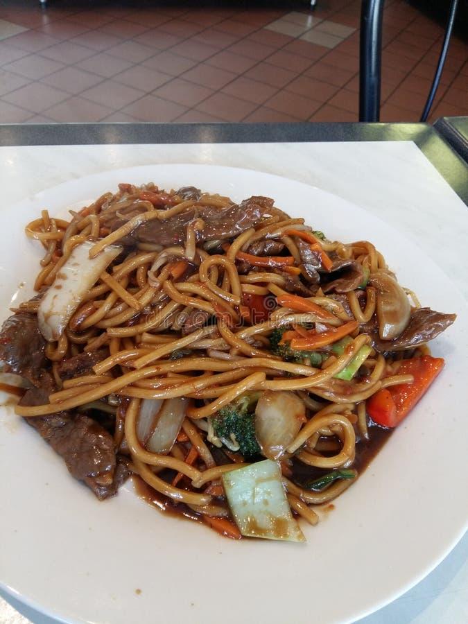 Mongoolse rundvleesnoedels stock foto