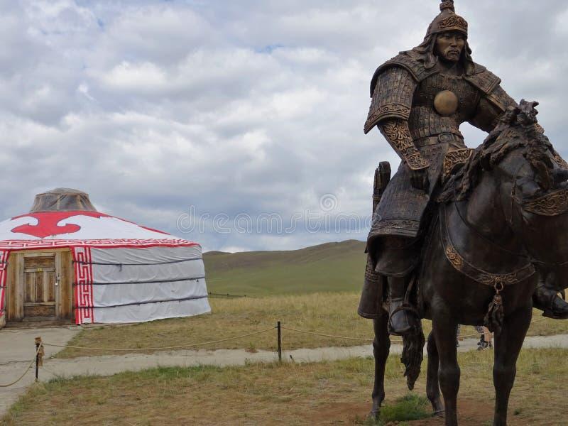 Mongoolse strijder op een paard royalty-vrije stock foto's