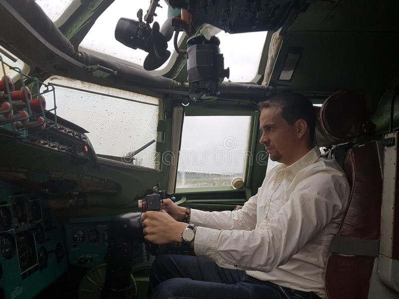 Monino, Rússia - 08 08 2018: Aviões de combate da cabina do piloto do bombardirovshik imagem de stock royalty free