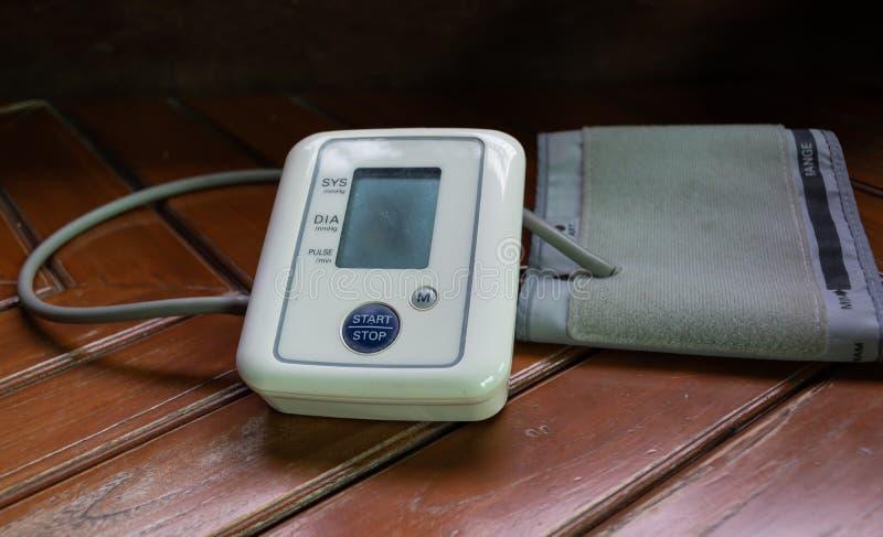 Monitor di pressione sanguigna fotografie stock