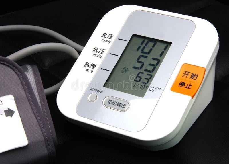 Monitor eletrônico da pressão sanguínea imagens de stock royalty free