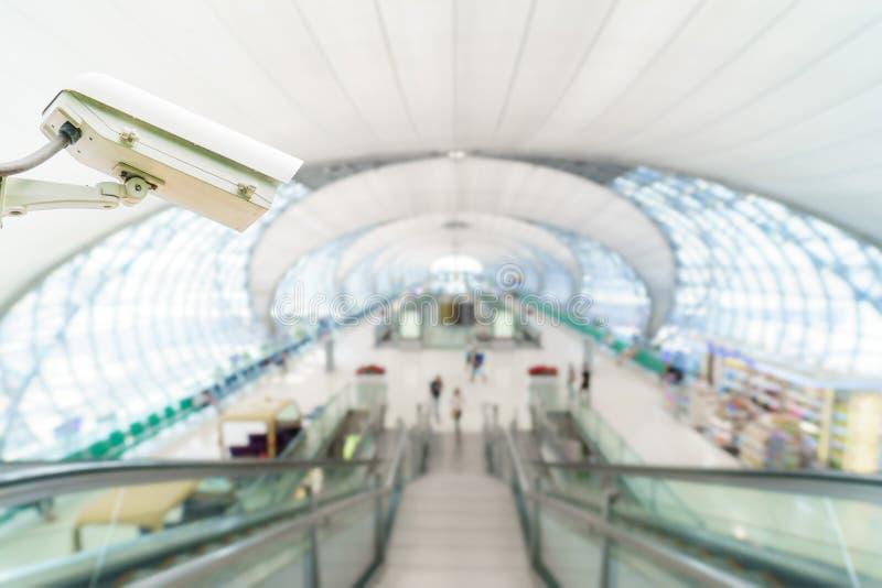 Monitoração de segurança do sistema do CCTV no aeroporto foto de stock