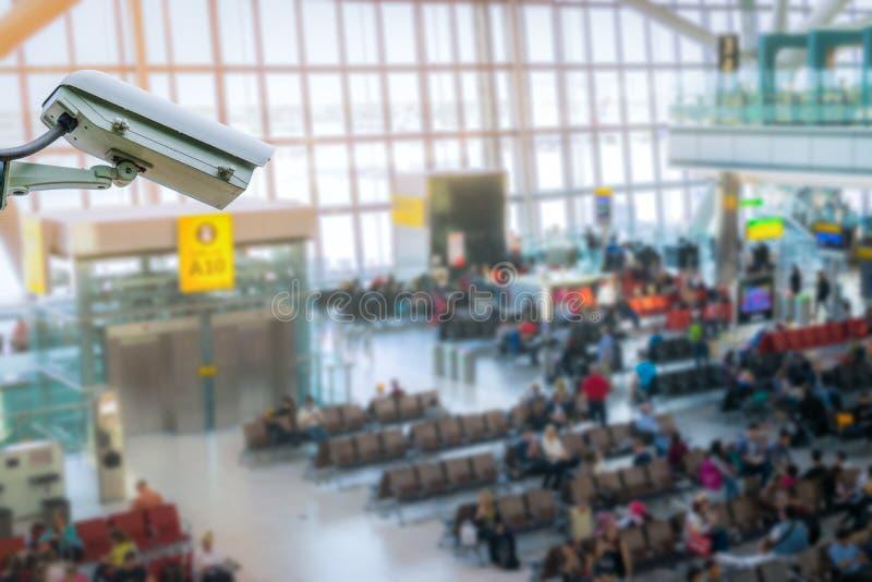 Monitoração de segurança do sistema do CCTV no borrão do aeroporto imagens de stock royalty free