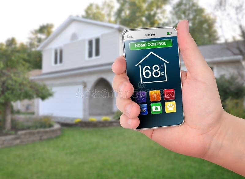 Monitoração esperta do telefone do controle Home fotografia de stock