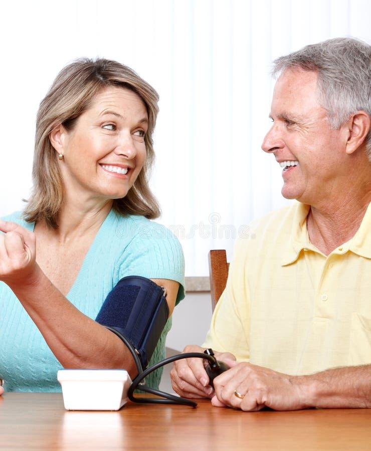 Monitoração Home da pressão sanguínea imagens de stock royalty free