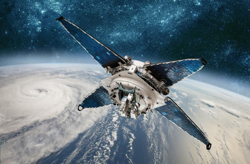 Monitoraggio satellite dello spazio dal tempo di orbita terrestre da spazio, uragano, tifone su pianeta Terra fotografie stock