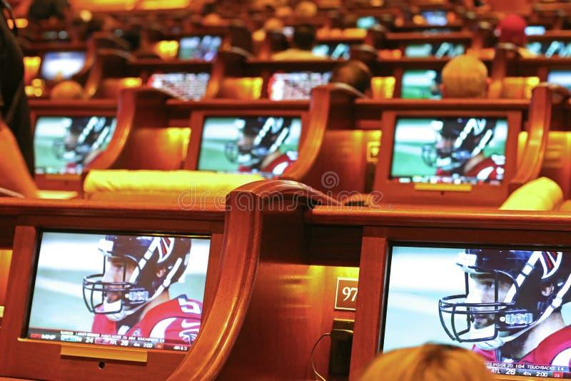 Monitoren an einem Rennen und an einem sportsbook lizenzfreie stockfotografie