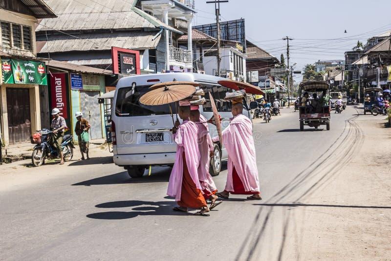 Monjas budistas fotos de archivo libres de regalías