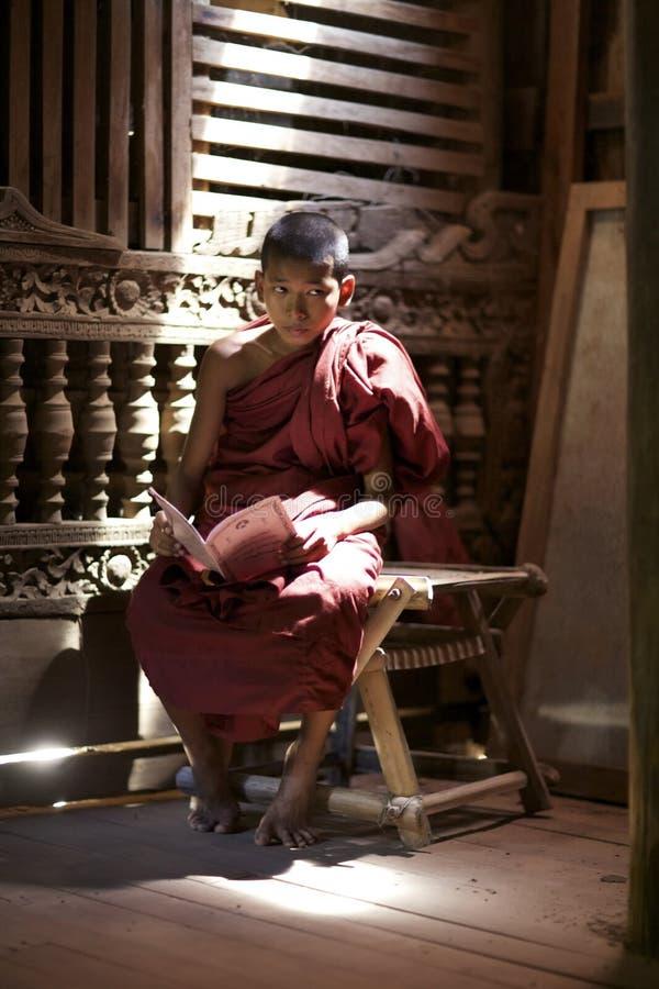 Monje Bagan viejo Myanmar del principiante imagenes de archivo