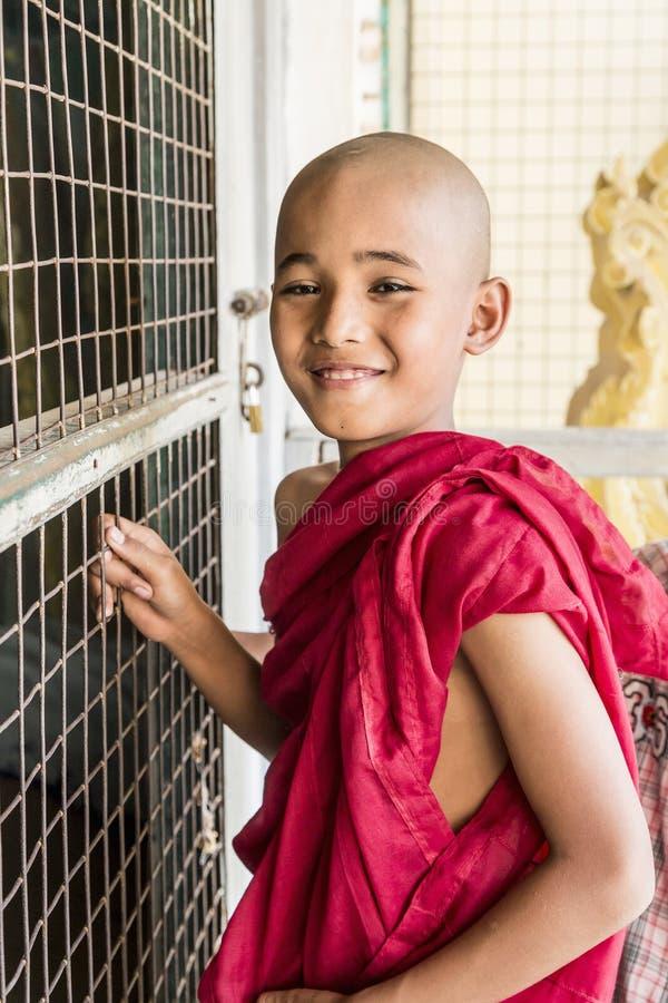 Monje budista de Myanmar en Shwezigon Paya, Bagan, Myanmar imágenes de archivo libres de regalías