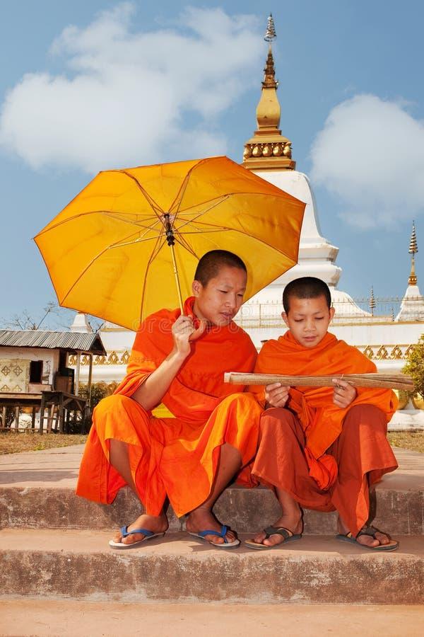 Monje budista en Laos foto de archivo