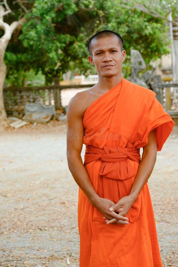 Monje budista en monasterio en Camboya fotos de archivo