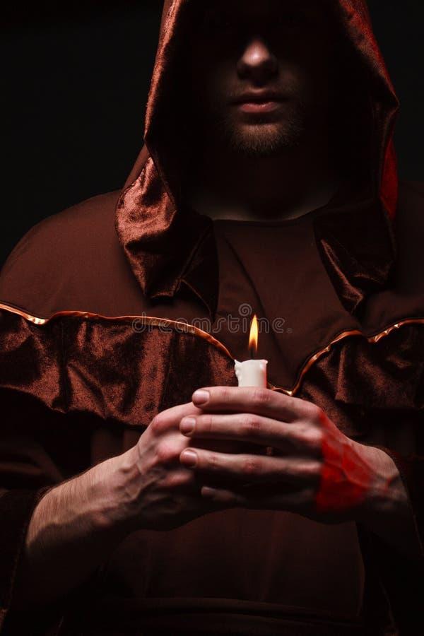 Monje católico misterioso foto de archivo