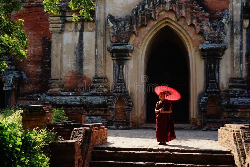 Monje en Bagan, Myanmar imágenes de archivo libres de regalías