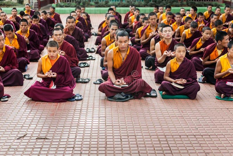Download Monjes budistas foto editorial. Imagen de refugiados - 42435101