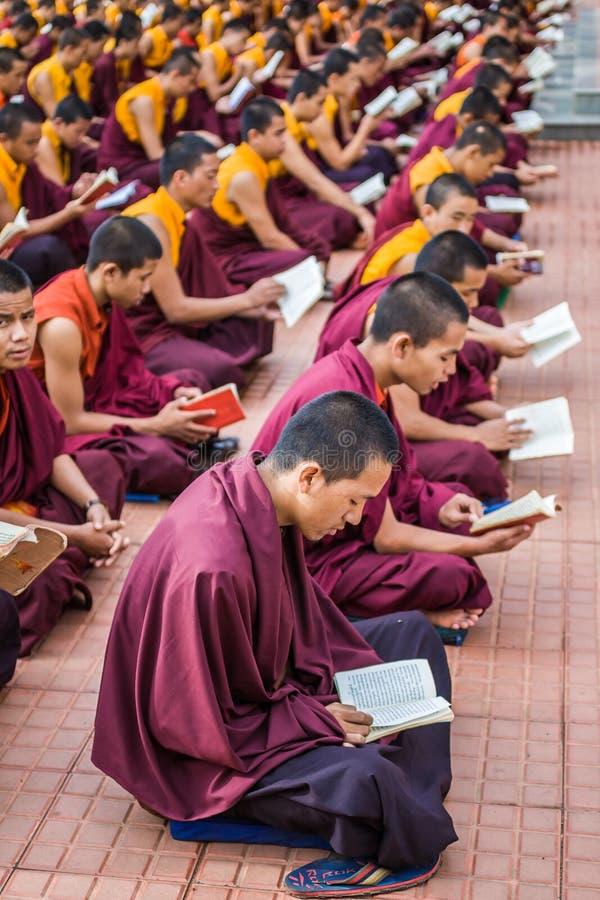 Download Monjes budistas foto de archivo editorial. Imagen de refugiados - 42435443
