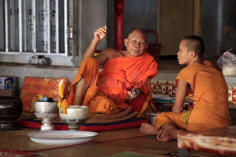 Download Monjes en templo imagen de archivo editorial. Imagen de edificios - 41907644