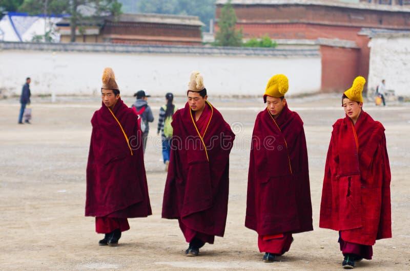 Monjes tibetanos imagen de archivo