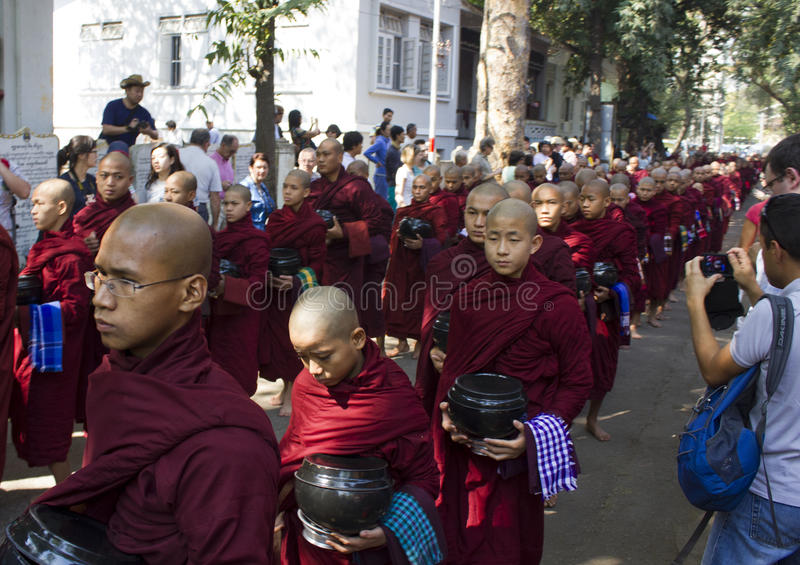 Download Monks In A Row For Lunch: Mahagandayon Monastery Editorial Photo - Image: 41745181