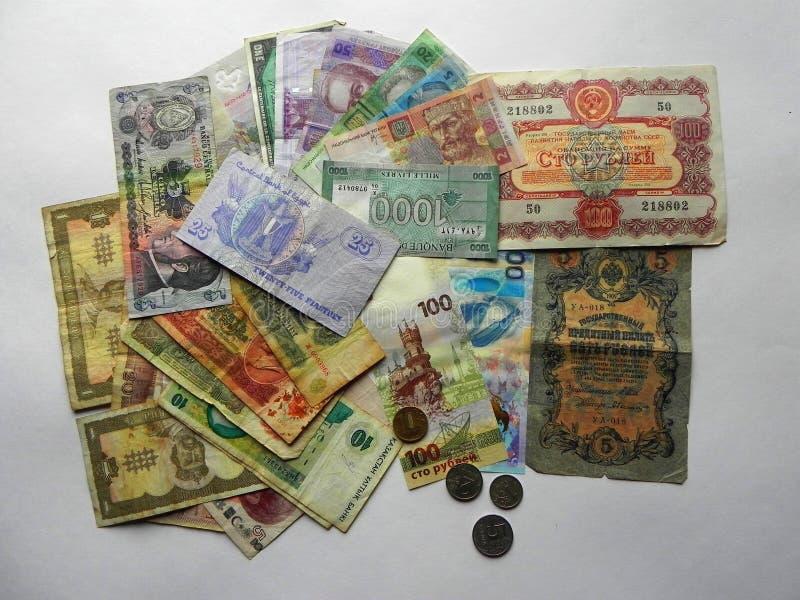 Monnaie fiduciaire sur un fond blanc photos stock