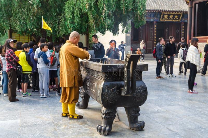 Monnik bij Reuze Wilde Ganspagode, Xi `, Shaanxi-Provincie, China royalty-vrije stock fotografie