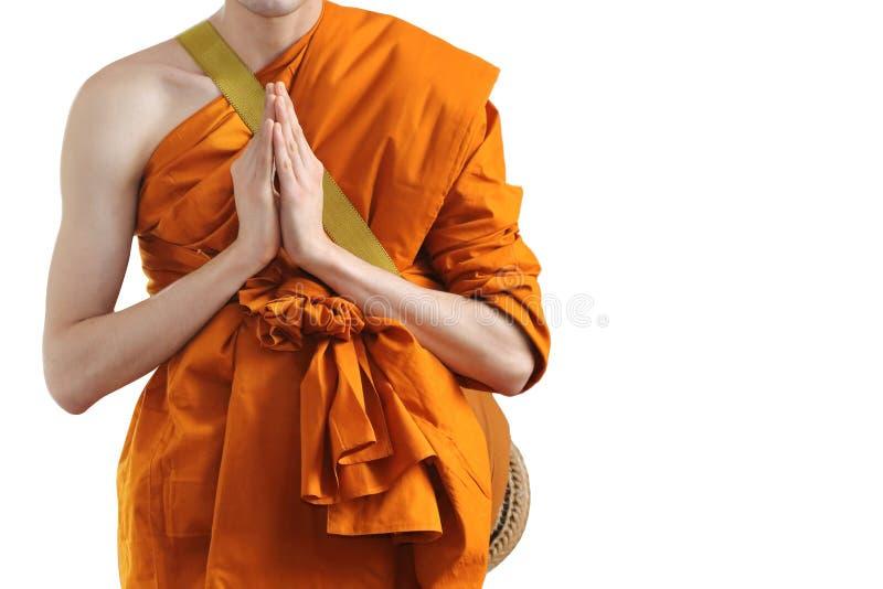 Monnik die bij de ordeningsceremonie bidden van de boeddhistische monniken stock afbeelding