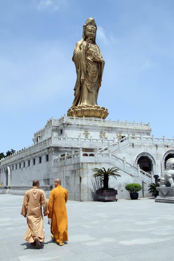 Monniken en Guan Yin royalty-vrije stock foto's