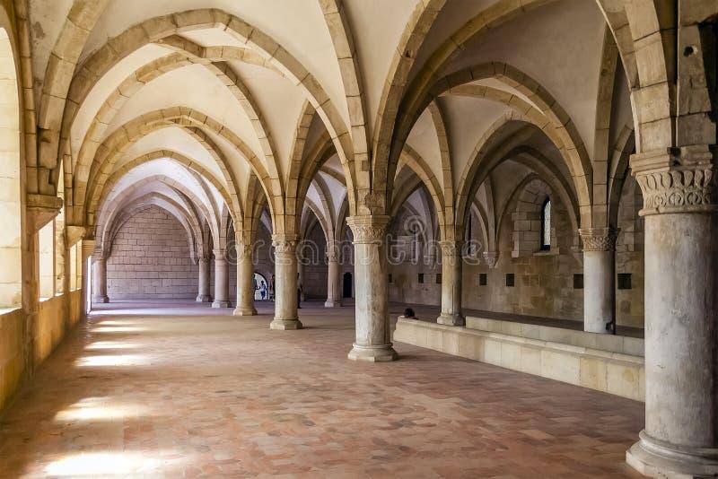 Monnikenslaapzaal van het Alcobaca-Klooster stock afbeeldingen