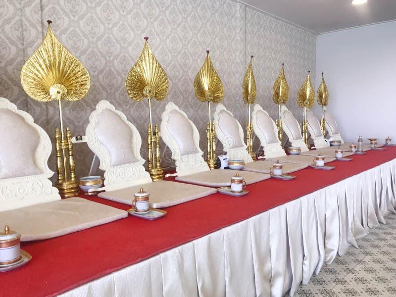 Monnikszetels voor monnik wanneer het maken van verdienste, het scanderen of het bidden of me stock foto