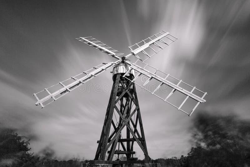 Mono мельница дренажа, муравей реки, Норфолк Broads, Англия, Великобритания стоковое фото rf
