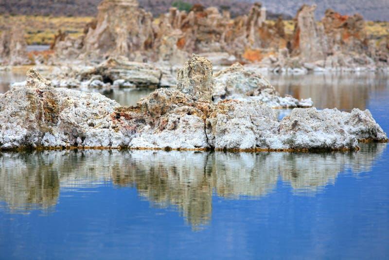 Mono formazioni del tufo del lago immagine stock