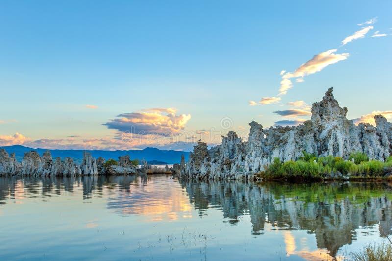 Mono formazioni del tufo del lago immagini stock libere da diritti