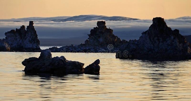 Mono jezioro w ranku zmierzchu obrazy stock